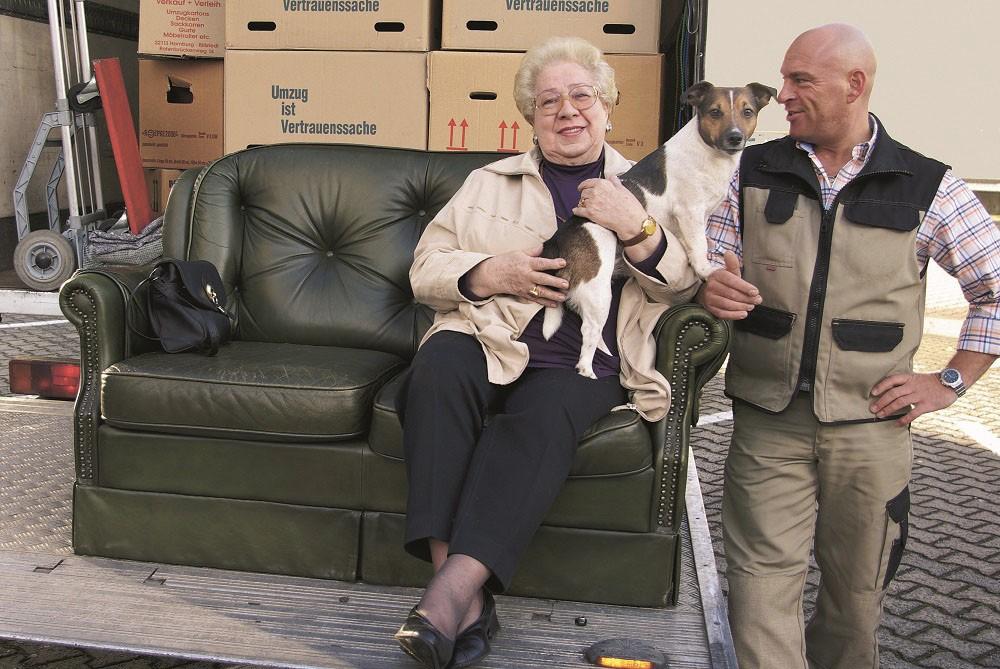 Rund um den Umzug in eine Seniorenwohnanlage ist es wichtig, gut zu planen und freudig an diesen Neuanfang heranzugehen