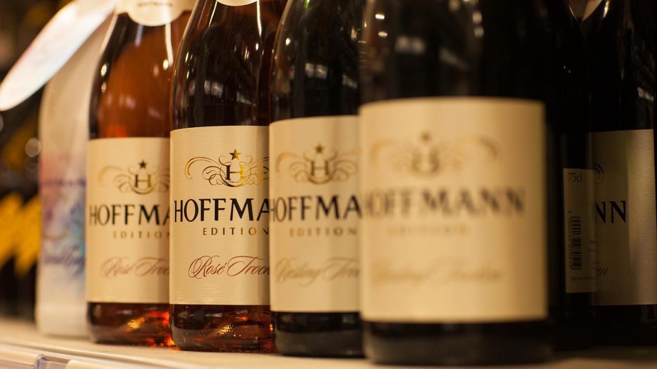 """Von den HoffmannBringts-Kunden werden hauptsächlich alkoholfreie Getränke geordert. Aber zum Angebot gehören natürlich auch Bier, Wein, Spirituosen und Schaumweine wie etwa die Hausmarke """"Hoffmann"""""""