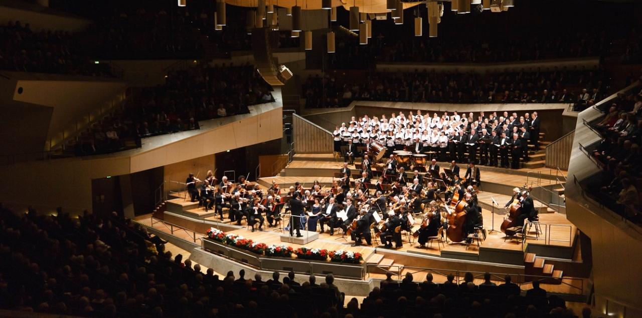 """Die Weihnachtskonzerte in der Philharmonie sind für viele Musikfans ein Jahreshighlight. 2017 stehen ein Beethoven-Zyklus, ein Filmmusikabend und ein Festabend der populären Konzerte auf dem Programm. Am Neujahrstag erklingt die """"Ode an die Freude"""""""