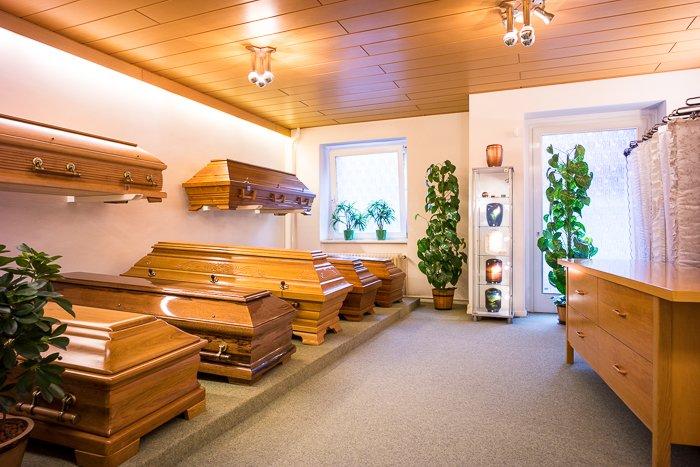 """""""Eine Bestattung muss immer Stil haben und würdevoll sein"""": Särge von Fliegener Bestattungen aus hochwertigem Holz"""