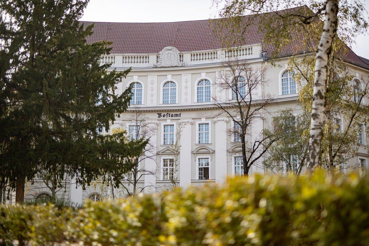 Das denkmalgeschützte ehemalige Friedenauer Postamt ist Sitz der Bank