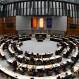 Abgeordnete und Senatoren sitzen am 26.11.2015 im Abgeordnetenhaus in Berlin (Quelle: dpa/Rainer Jensen)