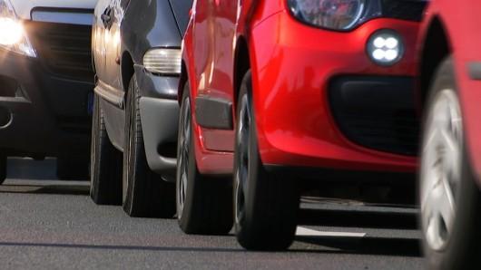Autos stehen im Stau. (Quelle: rbb/Brandenburg aktuell)