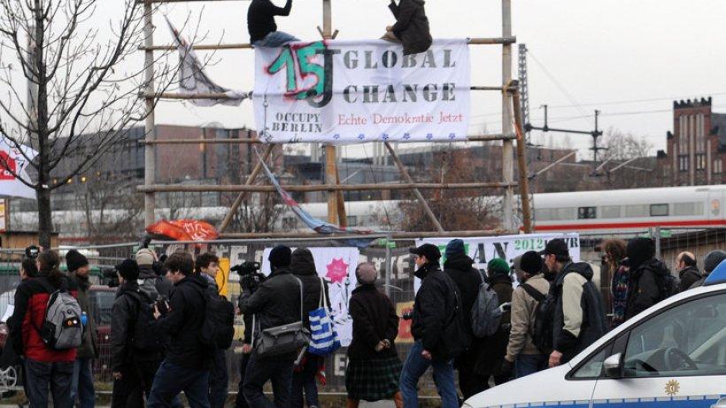 occupy aktivist streitet ber abriss von holzh tte berlin aktuell berliner morgenpost. Black Bedroom Furniture Sets. Home Design Ideas