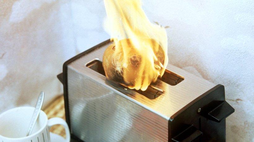 erst brannte der toaster dann stand meine k che in. Black Bedroom Furniture Sets. Home Design Ideas