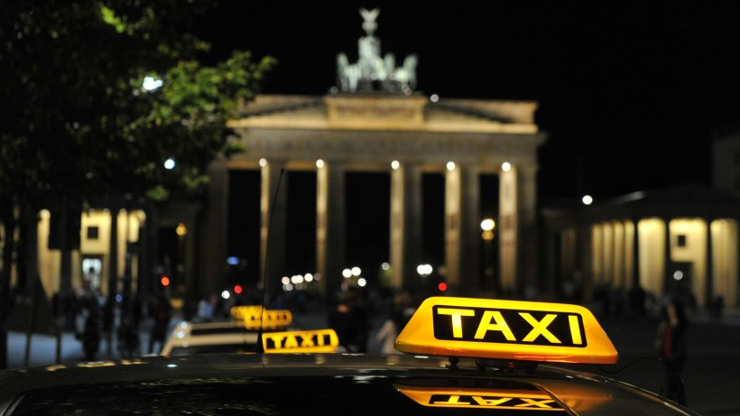 in berlin kommt jetzt das vip taxi mit h flichkeitssiegel. Black Bedroom Furniture Sets. Home Design Ideas