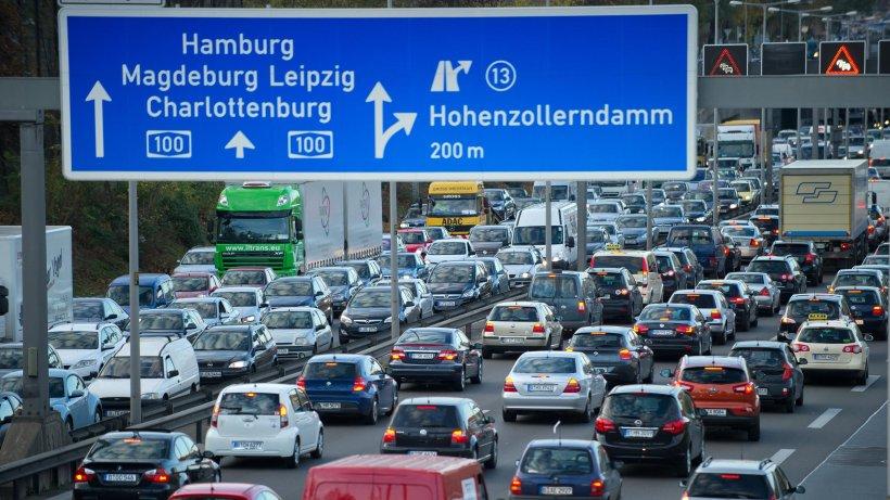 stau im tunnel zufahrten zu berlins autobahnen gesperrt. Black Bedroom Furniture Sets. Home Design Ideas