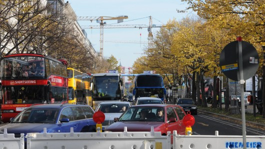 U-Bahn Baustelle Unter den Linden: Zwei Jahre lang drängelte sich alles auf der Nordbahn