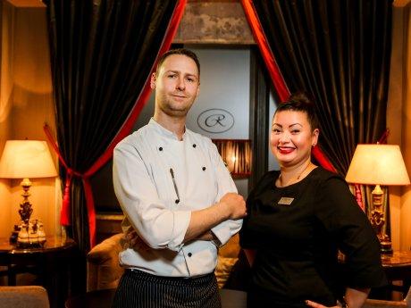 Tasting im Hotel Regent:  Küchenchef Stephan Semm mit Bar-Managerin Sheila Scheidemann.
