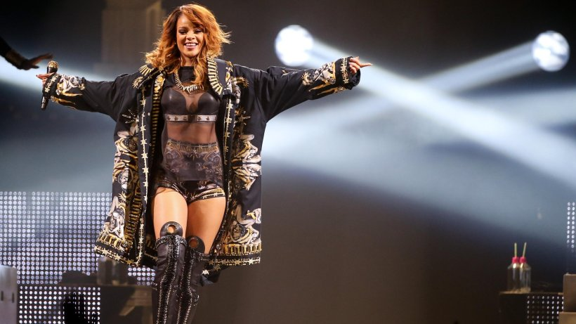 Miley cyrus show live hot - 1 3