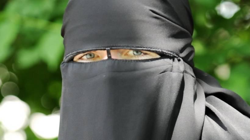 Wie Partygirl Nadine Zur Verschleierten Iman Wurde Politik