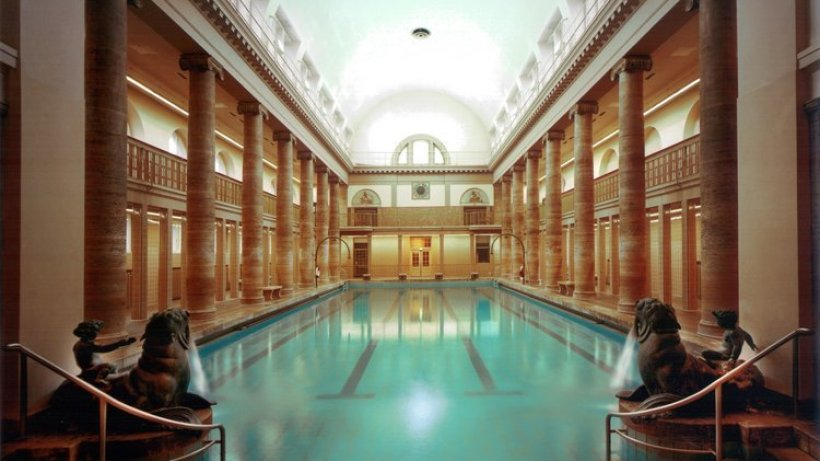 Das stadtbad neuk lln wird zum opernhaus berlin - Hotels in bath with swimming pool ...