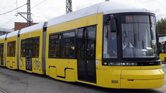 BVG zeigt neue Bombardier-Strassenbahn Flexity