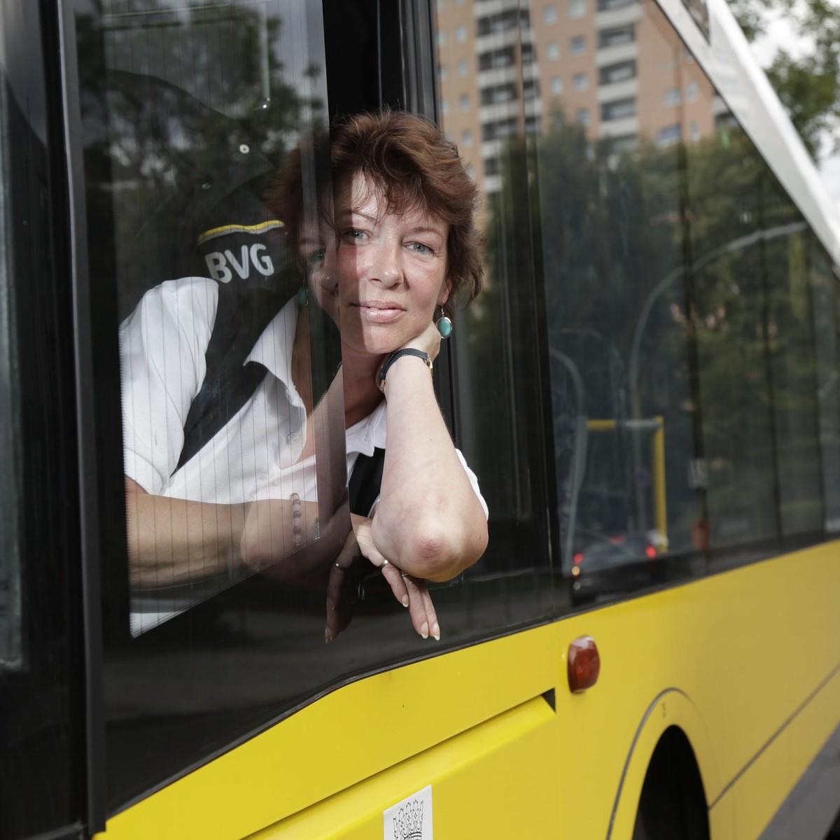 Bus im frau nackt Bus
