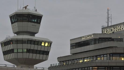 Dichter Nebel behindert den Flugverkehr in Tegel (Foto) und in Schönefeld