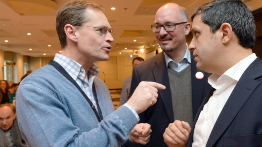 Neue Wege: Der Regierende Bürgermeister Michael Müller (l., SPD) mit dem Fraktionsvorsitzenden der Berliner SPD, Raed Saleh (r.) und dem Landesvorsitzenden der Berliner Sozialdemokraten, Jan Stöß (M.), in Leipzig