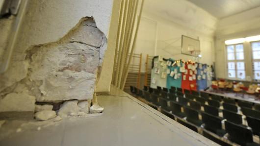 Bröckelnde Mauern, marode Toiletten, undichte Dächer – der Sanierungsbedarf an Berlins Schulen ist groß