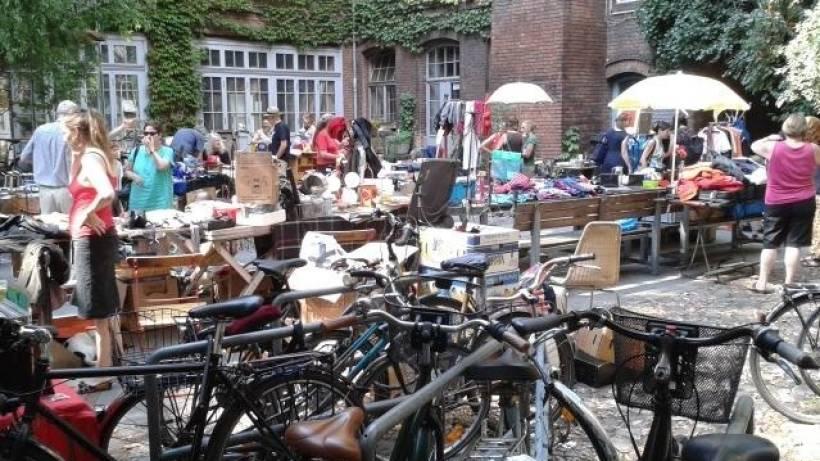 130 Berliner Hinterhofe Laden Zum Flohmarkt Ein Berliner
