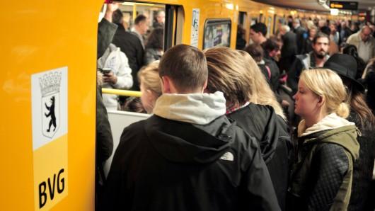 Zur Rush-Hour braucht man beim U-Bahn-Fahren in Berlin gute Nerven