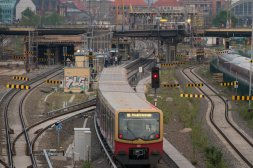 An der Warschauer Brücke kist einer Touristin aus Australien schwer verunglückt