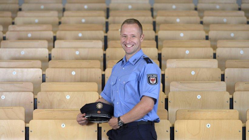 aus dem tarnfleckenanzug in die blaue polizeiuniform