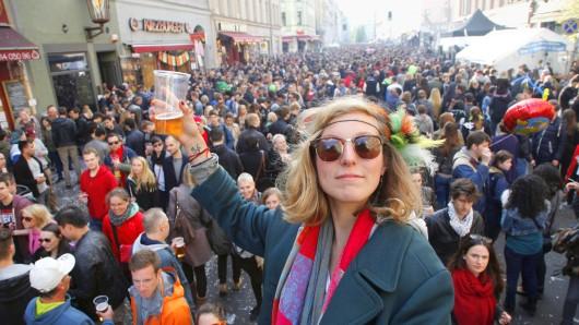 Alljährlich findet am Maifeiertag das über die Grenzen Berlins hinaus bekannte Straßenfest statt