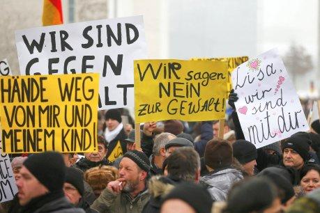 Demonstration von Russlanddeutschen vor dem Kanzleramt nach der angeblichen Vergewaltigung der 13-Jährigen