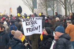 Demonstranten vor dem Kanzleramt am vergangenen Sonntag