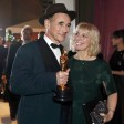 Mark Rylance mit seinem Oscar für den besten Nebendarsteller und seiner Frau, der Drehbuchautorin Claire van Kampen