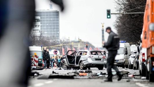 Der Tatort an der Bismarckstraße nach der Explosion