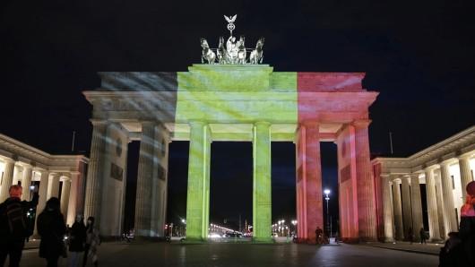 Das Brandenburger Tor am 22. März in Berlin erstrahlt in den belgischen Nationalfarben