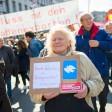 Die Te ilnehmer am Berliner Ostermarsch forderten unter anderem ein Ende der deutschen Waffenexporte