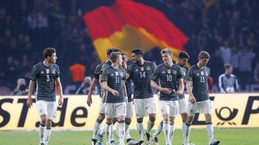 Toni Kroos wird von seinen Mitspielern gefeiert