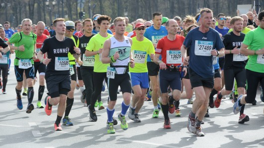 32.000 Läufer, Skater und Handbiker machten sich am Sonntag auf die 21,097 Kilometer lange Strecke durch die Hauptstadt.