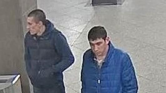 Mit der Veröffentlichung von Bildern aus einer Überwachungskamera sucht die Polizei nach zwei mutmaßlichen Handyräubern