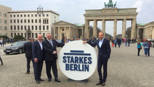 CDU-Generalsekretär Kai Wegner, Innensenator Frank Henkel und der Kampagnenmanager Justizsenator Thomas Heilmann bei der Präsentation am Brandenburger Tor