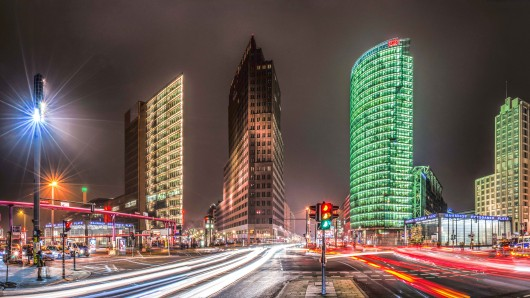 Viel befahrene Kreuzung mit Blick von der Leipziger Straße auf den Potsdamer Platz: Die Alte Potsdamer Straße soll Fußgängerzone werden