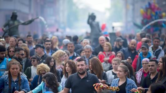 Beim Myfest ist traditionell immer viel los. Dieses Jahr hofft die Polizei auf weniger Besucher