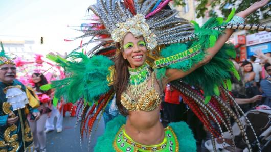 Der Karneval der Kulturen ist der größte Straßenumzug in Berlin und startet auch dieses Jahr wieder an Pfingsten