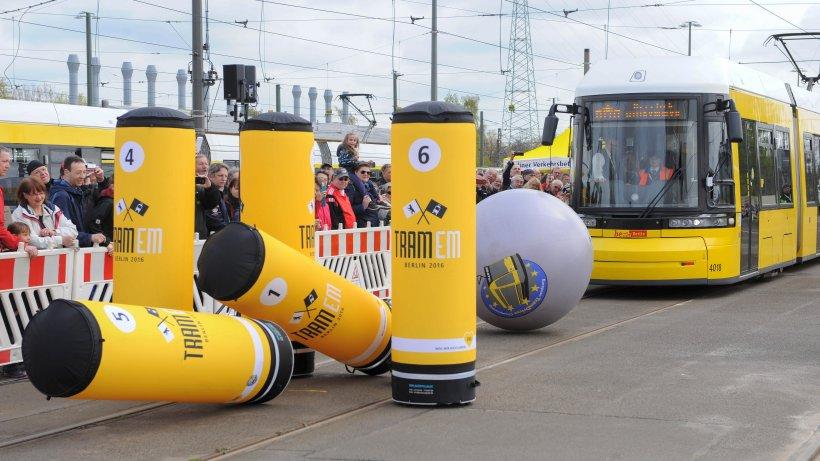 tram bowling die hohe kunst des stra enbahn fahrens berlin aktuelle nachrichten berliner. Black Bedroom Furniture Sets. Home Design Ideas
