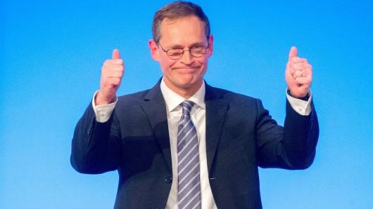 Berlins Regierender Bürgermeister Michael Müller (SPD) nach seiner Rede dauf dem Parteitag