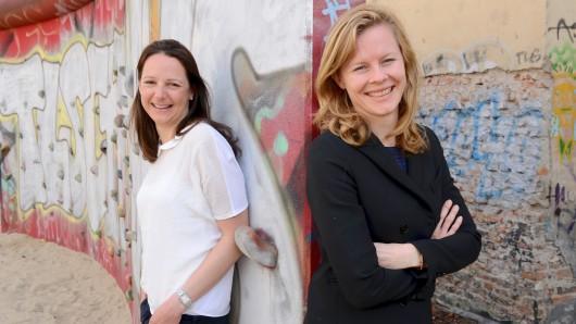 Sophie Eisenmann (l.) und Saskia Bruysten setzten sich mit ihrem Unternehmen international für mehr soziale Gerechtigkeit ein