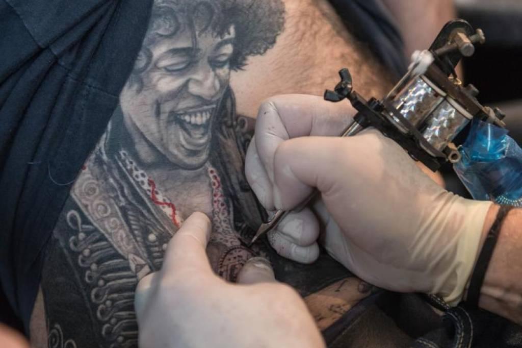 unauffällige tattoos