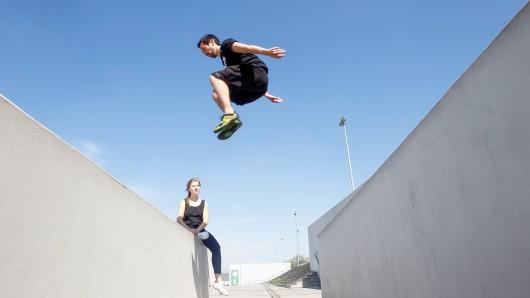 Beim Parkour dienen Treppen und Mauern als Sportgeräte