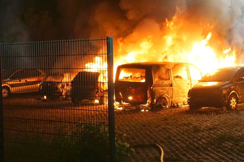 Bildresultat för brända bilar