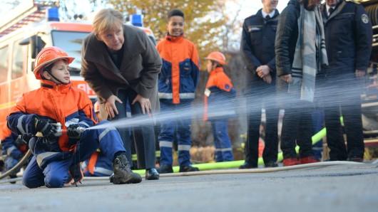 Bundeskanzler Angela Merkel zu Gast bei der Jugendfeuerwehr Wedding