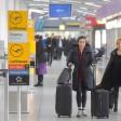 Passagiere am Flughafen: Zahlreiche Flüge fallen in Tegel aus