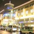 Wegen einem Verdächtigen Koffer musste am Abend ein Einkaufszentrum auf der Schönhauser Allee in Berlin Prenzlauer Berg komplett geräumt werden