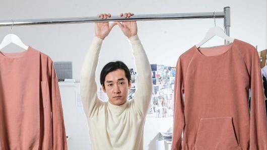 Hien Le in seinem Atelier in Kreuzberg. Er findet, dass sich die Berliner Designer gegenseitig unterstützen sollten