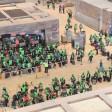 Komparsen simulieren schon mal normalen Betrieb am Flughafen BER